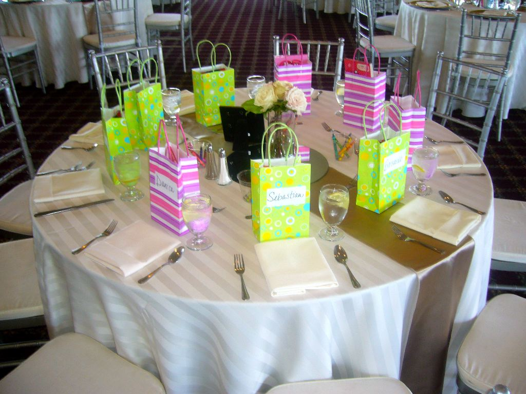 Wedding Gifts For Child : Kids Table at Your Wedding - My Tucson Wedding