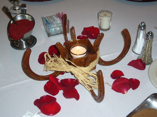 Horse shoe center piece my tucson wedding for How to decorate horseshoes