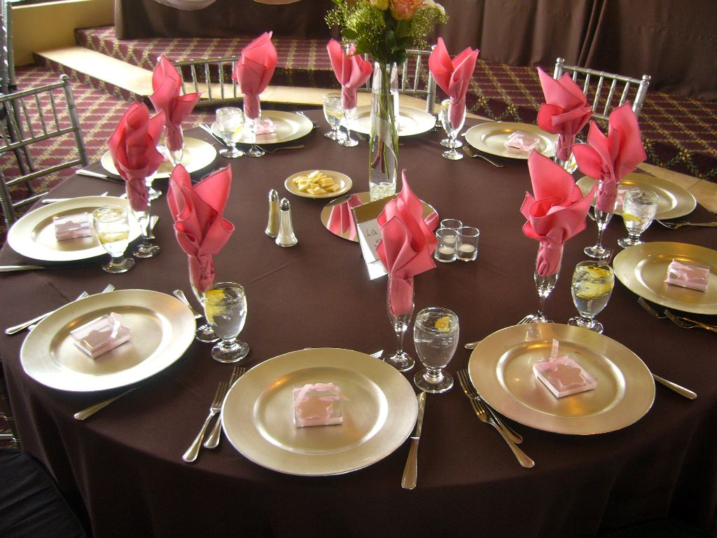 Chocolate table design my tucson wedding for Table linen color combinations